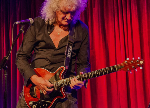 brian-may-red-special-2